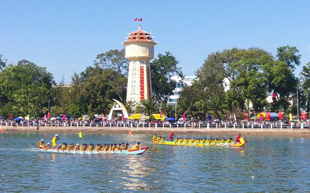 Lễ hội đua thuyền bình thuận